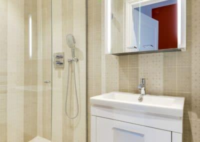 renovation appartement quai montebello paris salle de douche invites kaizo studio architecte interieur paris bourg la reine web