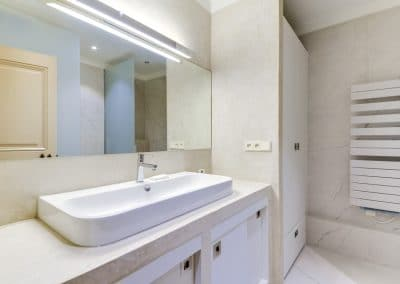 renovation appartement quai montebello paris salle de douche meuble vasque sur mesure kaizo studio architecte interieur paris bourg la reine web