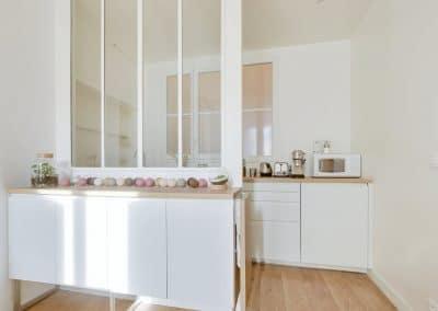 renovation studio pyrenees paris tablette amovible fermee verriere blanche ikea metod voxtorp kaizo studio architecte interieur paris bourg la reine web