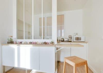 renovation studio pyrenees paris tablette amovible ouverte verriere blanche ikea metod voxtorp kaizo studio architecte interieur paris bourg la reine web