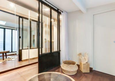 transformation atelier en appartement aboukir paris chambre dami verriere penderie portes miroir salle de douche porte fermee kaizo studio architecte interieur paris bourg la reine web