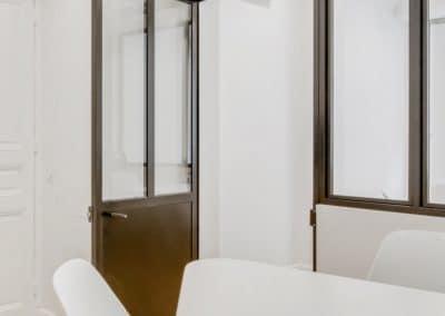 transformation boutique agence immobiliere mouton duvernet paris detail porte verriere table bureau sur mesure kaizo studio architecte interieur paris bourg la reine web